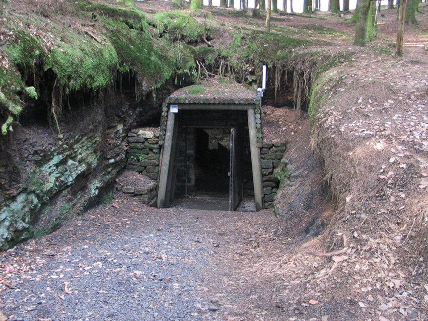 Entrée de la mine désaffectée où est installée la station sismologique RONF de Ronchamp (Haute-Saône)