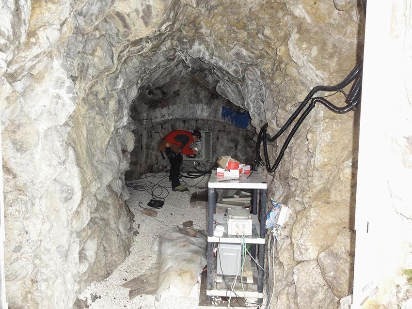 Grotte de station sismologique GRN située sur la commune de La Tronche (Isère)